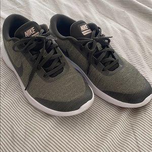 Nike Women's Flex Experience Run 7 Shoes